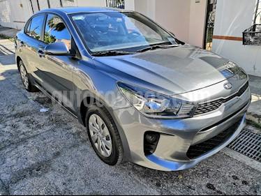 Kia Rio Sedan L usado (2019) color Gris Urbano precio $180,000