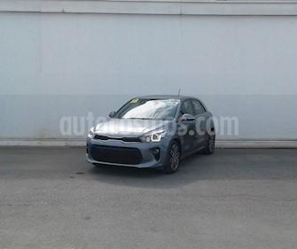 Foto Kia Rio Sedan EX Pack Aut usado (2018) color Gris precio $239,000
