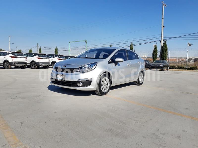 Kia Rio Sedan LX usado (2017) color Plata Dorado precio $175,000