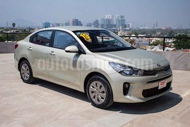 Kia Rio Sedan L Aut usado (2019) color Dorado precio $204,900