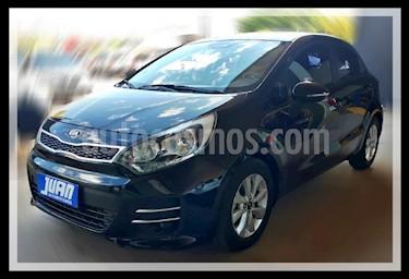 KIA Rio EX 5P Aut usado (2015) color Negro precio $1.177.000