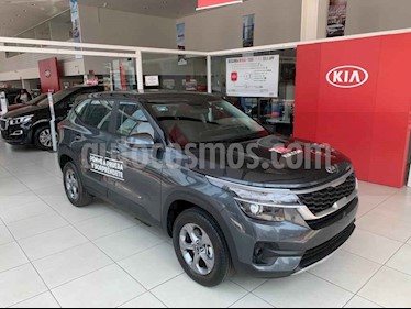Kia Seltos EX usado (2020) color Gris precio $310,000