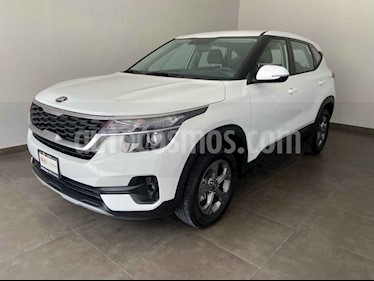 Kia Seltos EX usado (2020) color Blanco precio $325,000