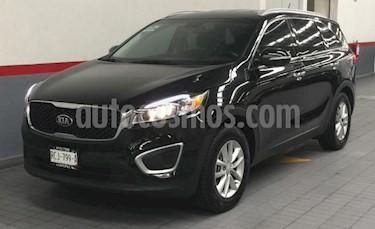 Foto venta Auto usado Kia Sorento 5p LX L4/2.4 Aut 7 Pas (2017) color Negro precio $349,001