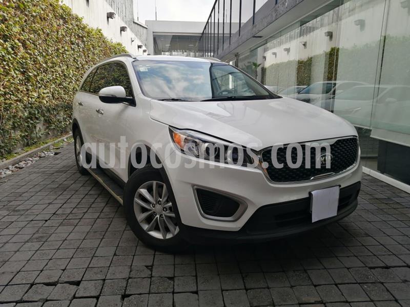 Kia Sorento 2.4L LX 5 Pas usado (2018) color Blanco precio $350,000