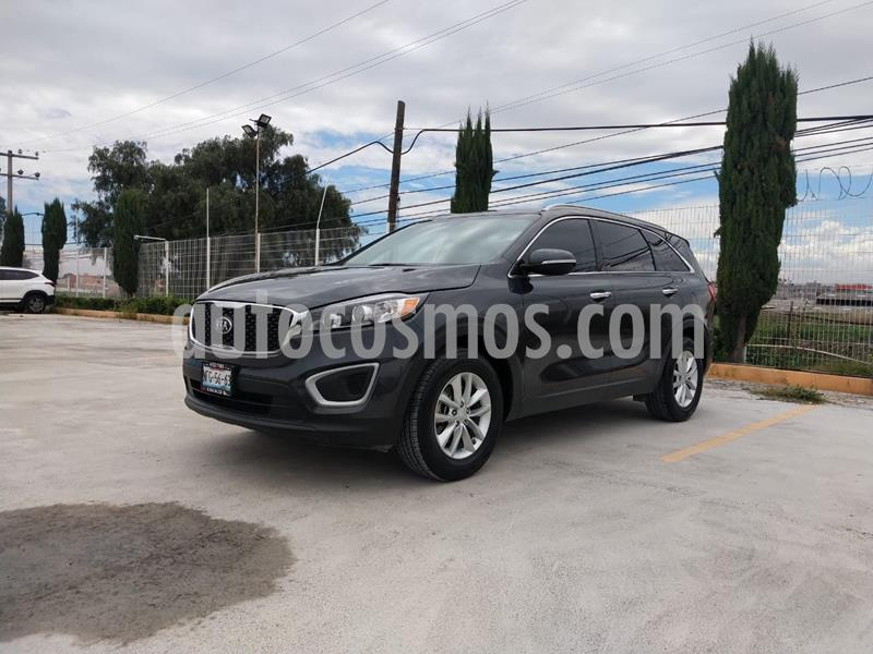 Kia Sorento 2.4L LX 5 Pas usado (2018) color Gris precio $340,000