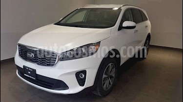 "Kia Sorento 5p EX, L4, TA 6Vel, A/AC, Piel, 7 pas., RA-18"" usado (2020) color Blanco precio $510,000"