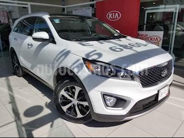 Kia Sorento 5 pts. EX Pack, V6, TA, A/AC, Piel, QCP, GPS, 7 pa usado (2017) color Blanco precio $360,000