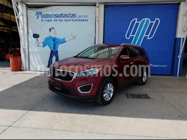 "Kia Sorento 5 pts. LX, L4, TA, A/AC, Tela, 7 pas., RA-17"" usado (2018) color Rojo precio $155,000"