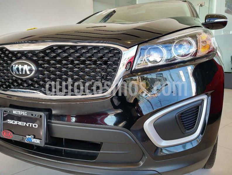 Kia Sorento 2.4L LX usado (2017) color Negro precio $299,900