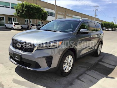 "Kia Sorento 5p LX, L4, TA 6Vel, A/AC, Tela, 7 pas., RA-17"" usado (2020) color Gris precio $340,000"