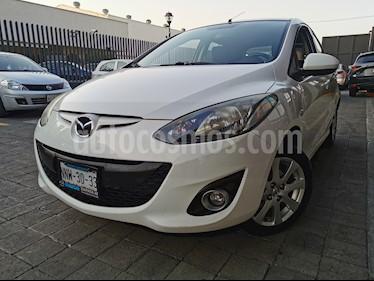 Mazda 2 Sedan i Touring Aut usado (2012) color Blanco Perla precio $125,000