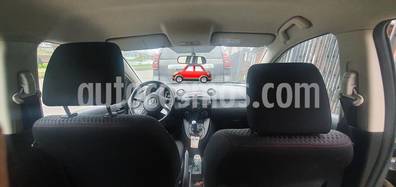 Mazda 2 Sport 1.5L V usado (2015) color Plata precio $5.500.000