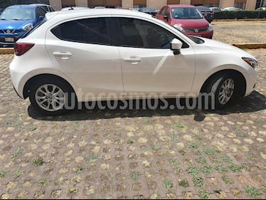 Mazda 2 i Touring Aut usado (2016) color Blanco Perla precio $160,000