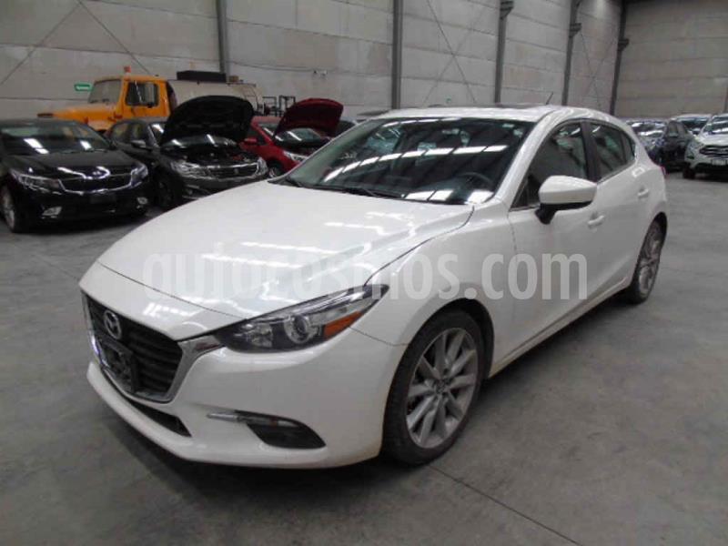 Mazda 3 Hatchback s Aut usado (2017) color Blanco precio $166,000