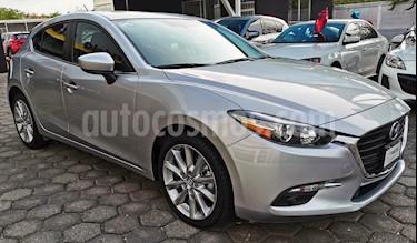 Foto Mazda 3 Hatchback s  Aut usado (2018) color Plata Sonic precio $295,000