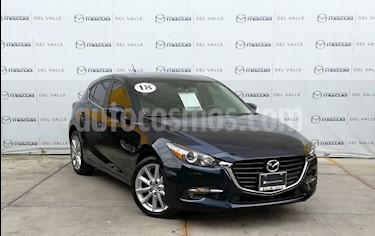 Foto Mazda 3 Hatchback s Aut usado (2018) color Azul precio $295,000