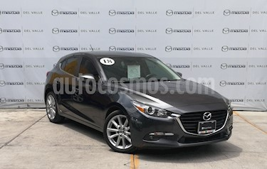 Foto Mazda 3 Hatchback s usado (2018) color Gris Titanio precio $293,000
