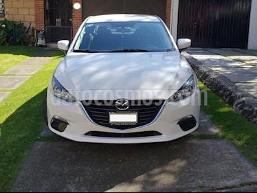 Mazda 3 Sedan i usado (2015) color Blanco Perla precio $165,000