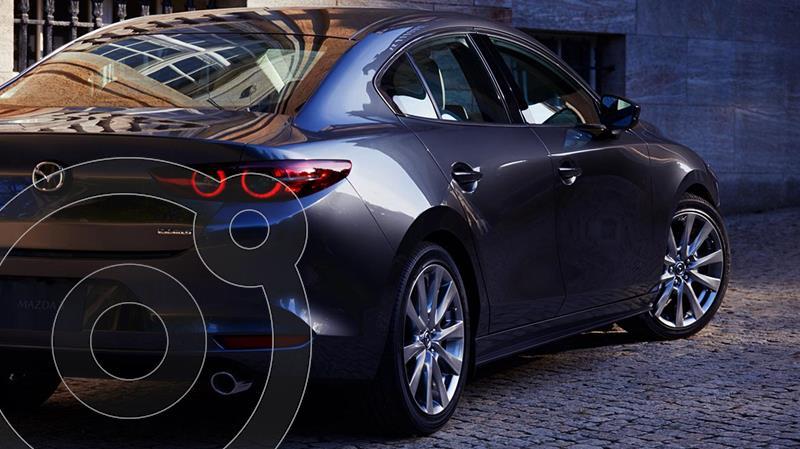 Foto Mazda 3 Sedan i Grand Touring Aut nuevo color Gris Titanio precio $450,900