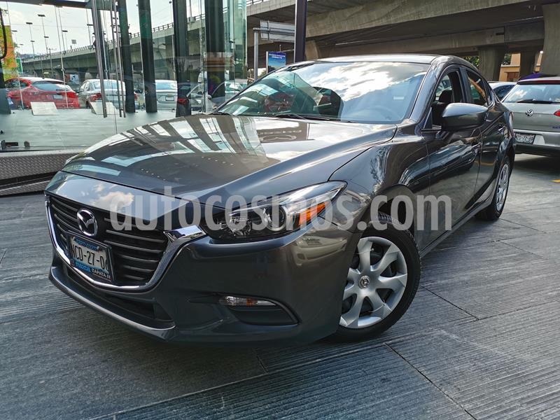 Mazda 3 Sedan i usado (2018) color Gris Titanio precio $230,000