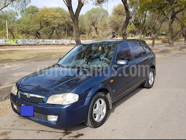 foto Mazda 323 GLX 5P Aut usado (2001) color Azul precio $200.000