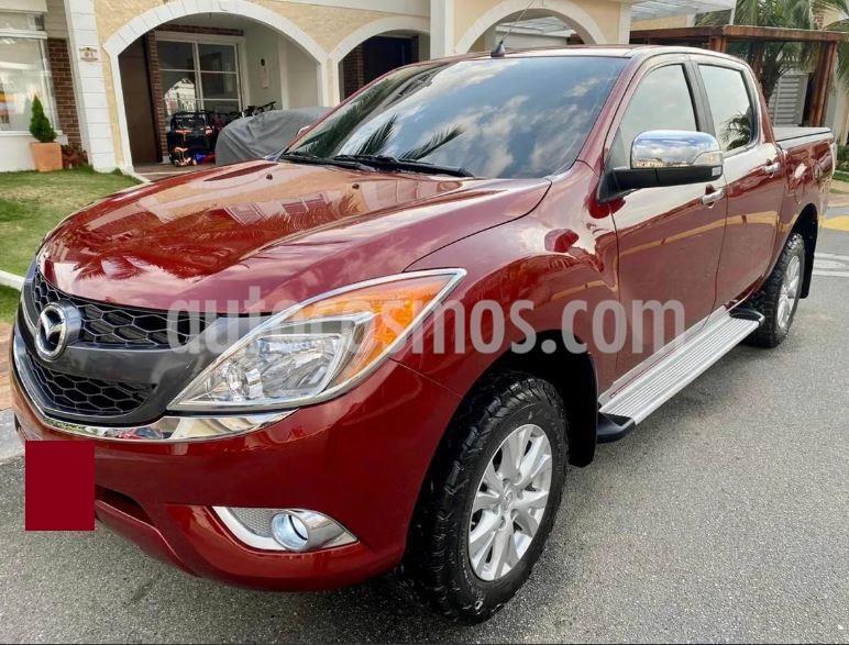 Mazda BT-50 Profesional Aut usado (2015) color Rojo precio $60.000.000