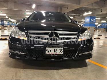 Mercedes Benz Clase C 180 CGI Aut NAV usado (2014) color Negro precio $226,000