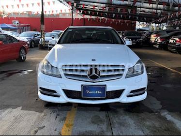 Mercedes Benz Clase C 4p C 200 CGI Exclusive plus aut usado (2013) color Blanco precio $228,000