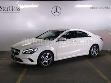 Foto venta Auto Seminuevo Mercedes Benz Clase CLA 200 CGI (2017) color Blanco precio $419,000