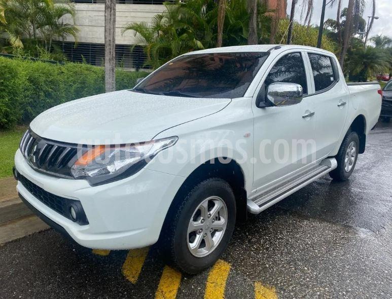 Mitsubishi L200 Sportero 2.5L  usado (2018) color Blanco precio $80.000.000