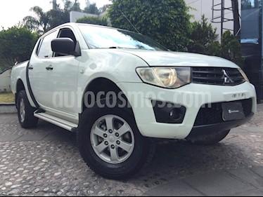 Foto venta Auto Seminuevo Mitsubishi L200 4x2 2.4L Cabina Doble (2015) color Blanco precio $240,000