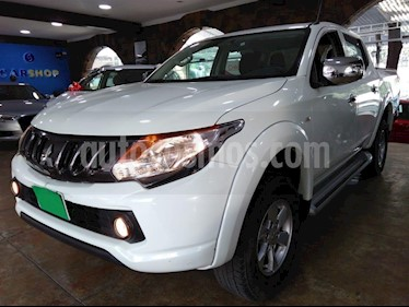 Foto venta Auto usado Mitsubishi L200 4x2 2.4L Cabina Doble (2017) color Blanco precio $285,900