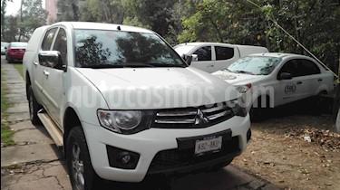Foto venta Auto Seminuevo Mitsubishi L200 4x4 2.5L DI-D Cabina Doble (2015) color Blanco precio $230,000