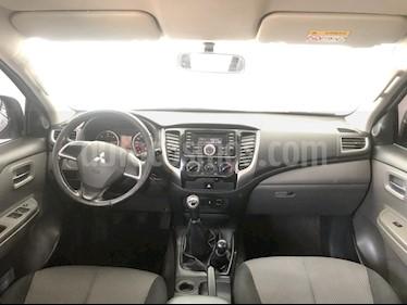 Foto venta Auto usado Mitsubishi L200 4x4 2.5L DI-D Cabina Doble (2016) color Gris precio $277,000