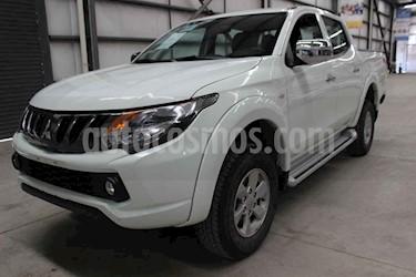 Foto Mitsubishi L200 GLS 4x2 Gasolina usado (2018) color Blanco precio $299,000