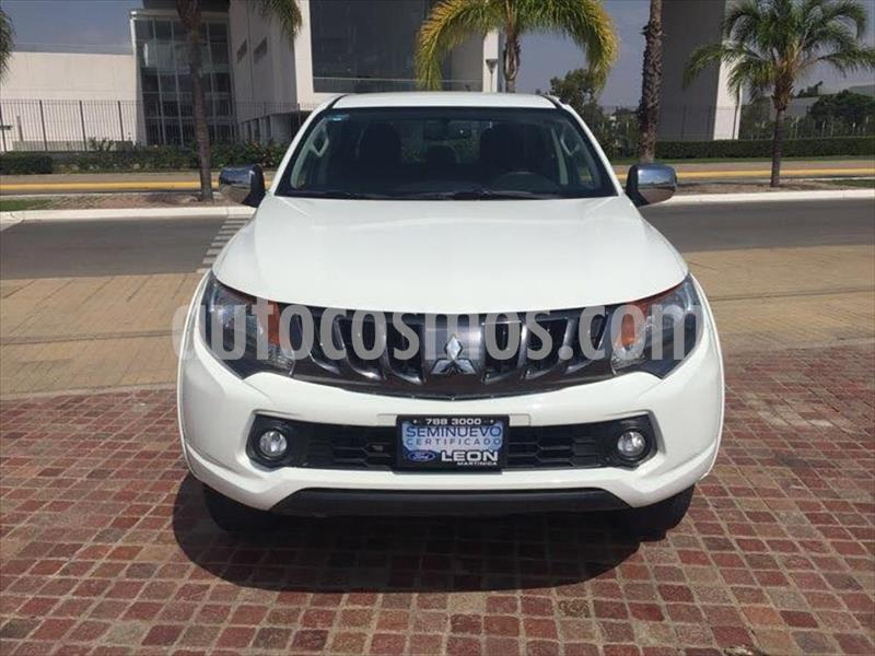 Mitsubishi L200 GLS GASOLINA DOBLE CABINA 4X2 usado (2018) color Blanco precio $299,000