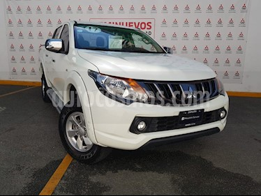 Mitsubishi L200 4x2 2.4L Cabina Doble usado (2017) color Blanco precio $275,000