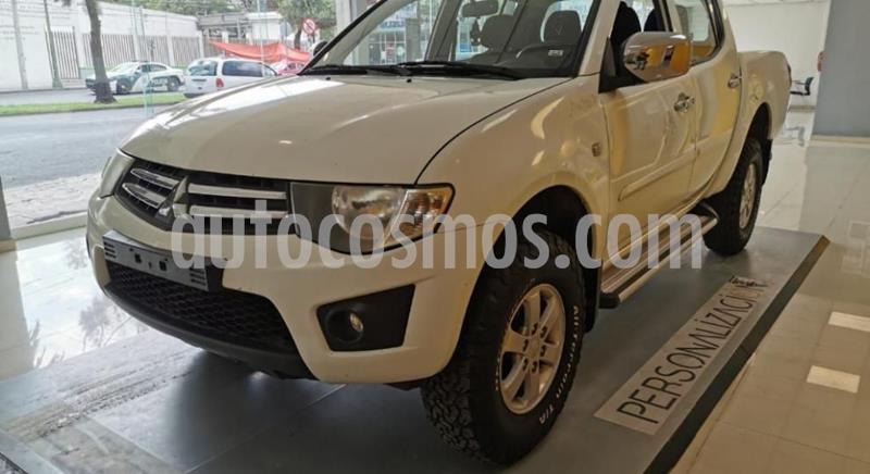 Mitsubishi L200 4x2 2.4L Cabina Doble usado (2015) color Blanco precio $219,632