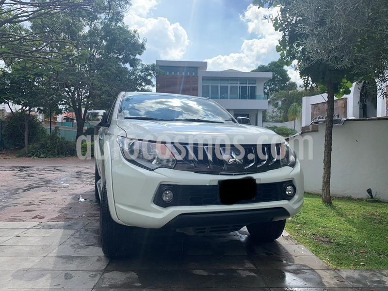 Mitsubishi L200 4x2 2.4L Cabina Doble usado (2018) color Blanco precio $274,000