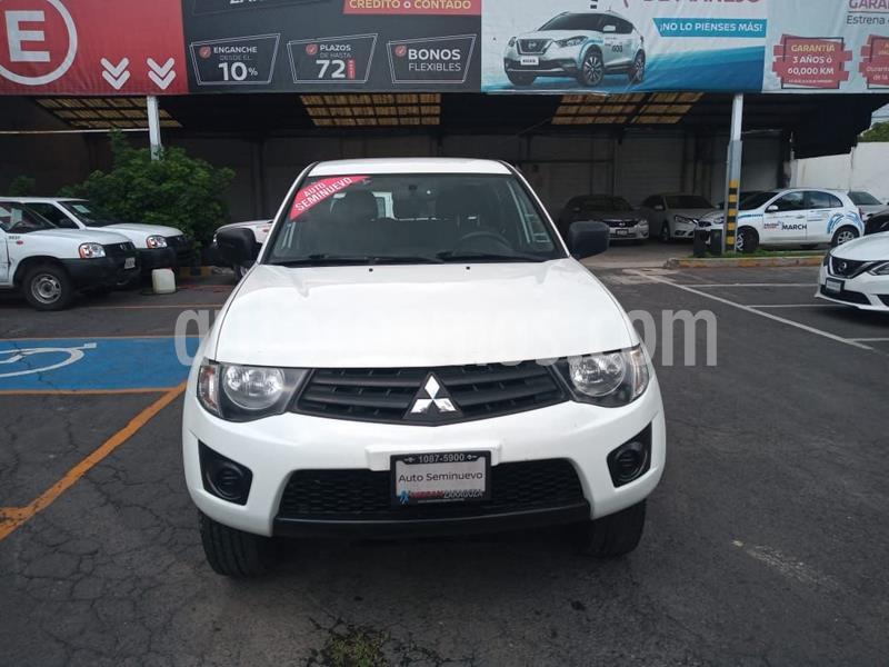 Mitsubishi L200 4x2 2.4L Cabina Doble usado (2015) color Blanco precio $209,000