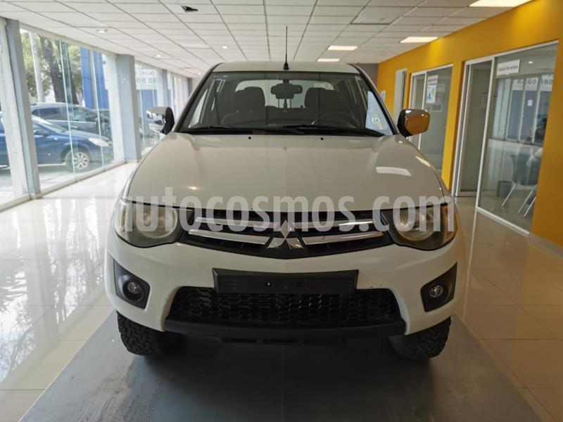 Mitsubishi L200 4x4 2.5L DI-D Cabina Doble usado (2015) color Blanco precio $245,000