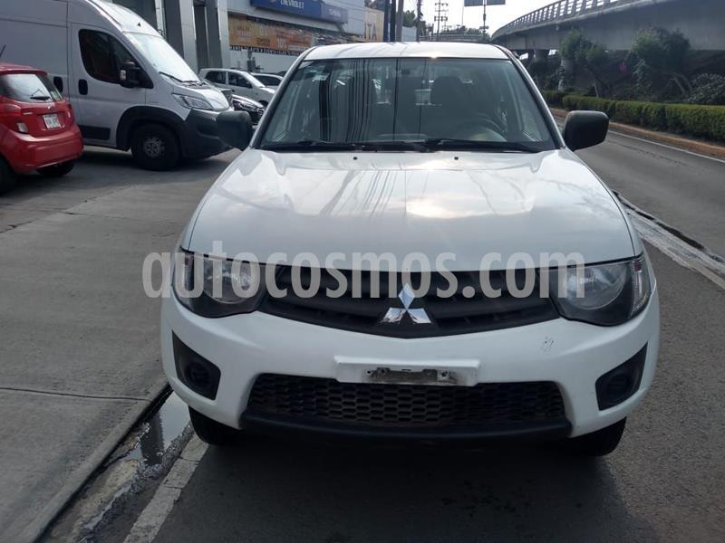 Mitsubishi L200 4x2 2.4L Cabina Doble usado (2015) color Blanco precio $210,000