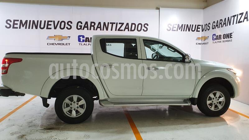 Mitsubishi L200 4x2 2.4L Cabina Doble usado (2018) color Blanco precio $295,000