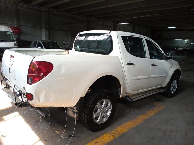Mitsubishi L200 4x4 2.5L DI-D Cabina Doble usado (2015) color Blanco precio $195,000