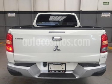 Mitsubishi L200 4P CABINA DOBLE TM5 usado (2018) color Blanco precio $310,000