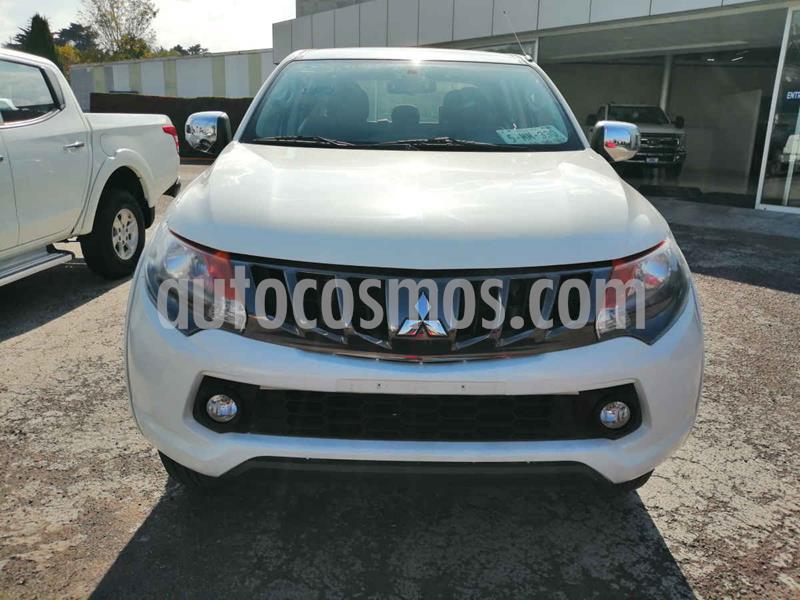 Foto Mitsubishi L200 4x2 2.4L Cabina Doble usado (2018) color Blanco precio $295,000