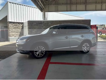 Foto venta Auto usado Mitsubishi Outlander 2.4L ES (2016) color Plata precio $245,000