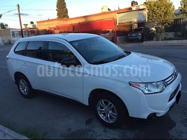 Foto venta Auto Seminuevo Mitsubishi Outlander 2.4L ES (2014) color Blanco precio $216,000