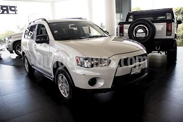 Foto Mitsubishi Outlander 2.4L LS usado (2011) color Blanco precio $149,000